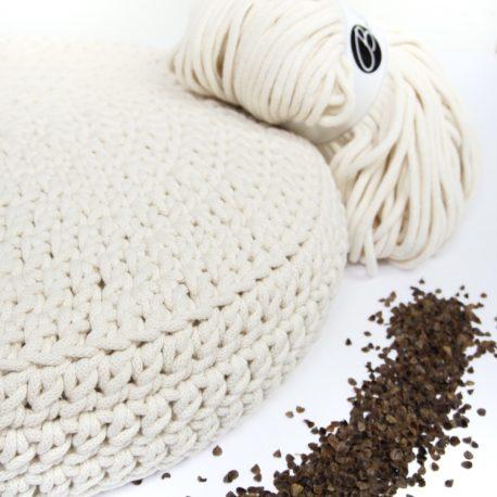 Poduszka inspirowana jogą. Kolor denim.
