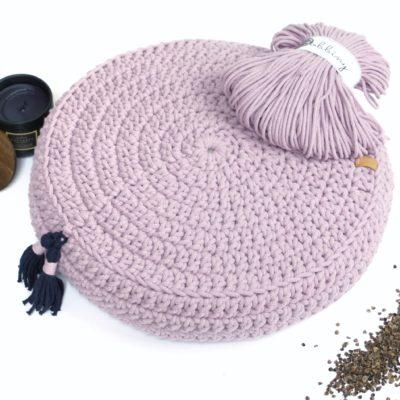 Ręcznie robiona poduszka ze sznurka bawełnianego.