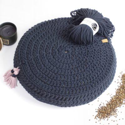 Ręcznie robiona poduszka wypełniona ekologiczną łuską gryki.