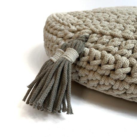 Poduszka inspirowana jogą. Beż