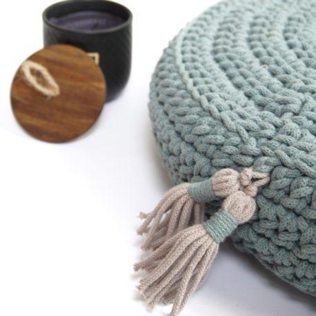 Poduszka inspirowana jogą. Kolor laurowy.