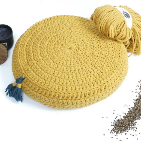 Poduszka inspirowana jogą. Kolor musztardowy.