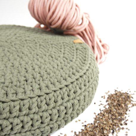 Poduszka inspirowana jogą. Kolor oliwkowy.