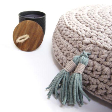 Poduszka inspirowana jogą. Kolor perłowy.