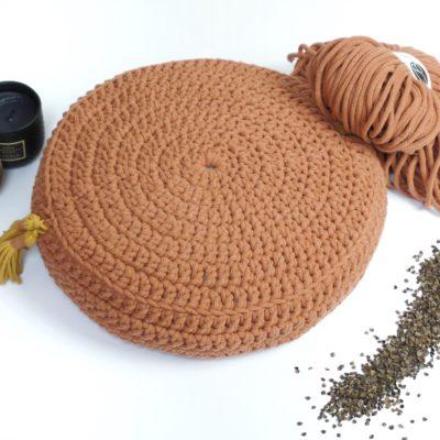 Ręcznie robiona poduszka do medytacji wypełniona łuską gryki.