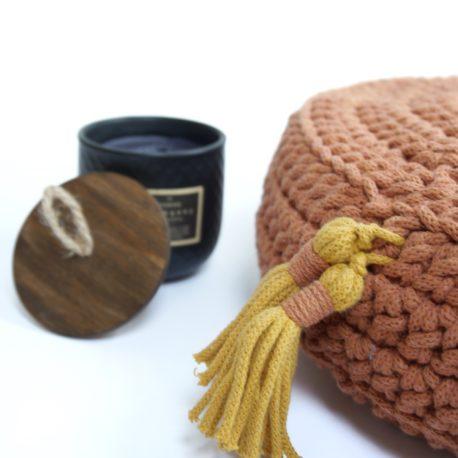 Poduszka inspirowana jogą. Kolor terracotta.