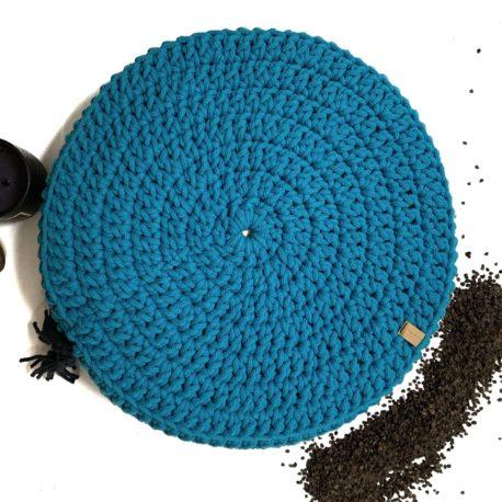 Poduszka inspirowana jogą. Kolor niebieski.