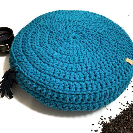 Poduszka inspirowana jogą. Kolor niebieski